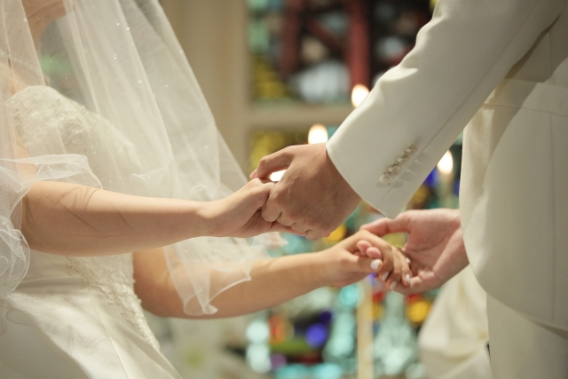内閣府「令和3年度結婚新生活支援事業自治体間連携モデル」の審査委員を務めました。