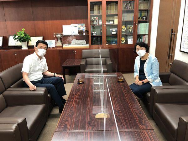 警視庁三鷹警察署の川崎智署長を訪問しました。