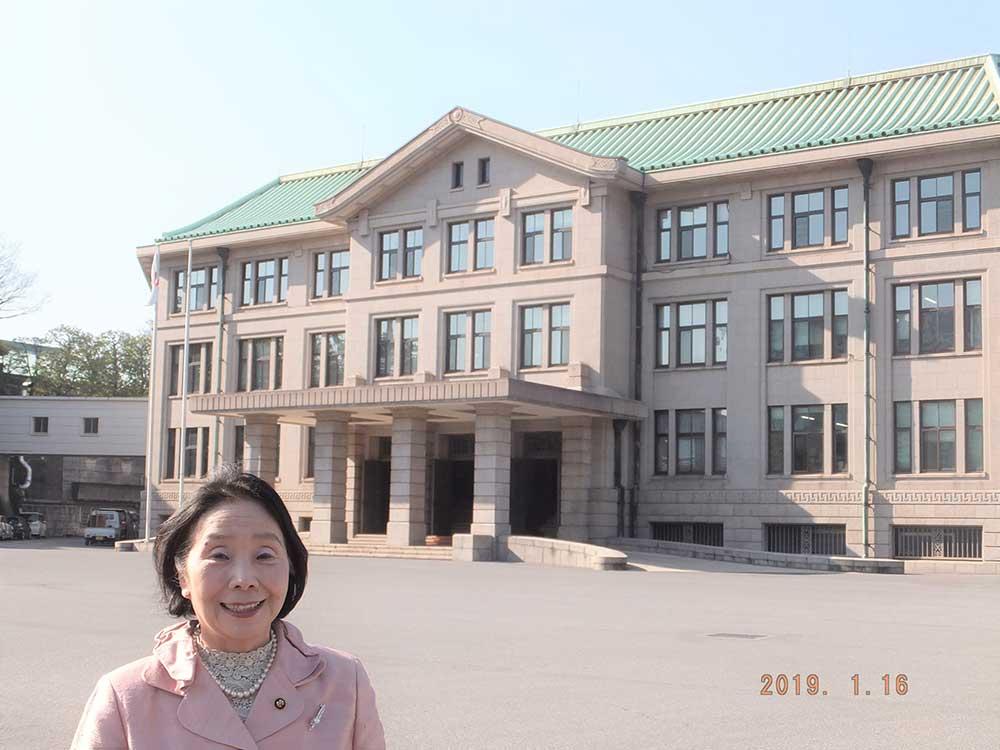 宮内庁の前にて