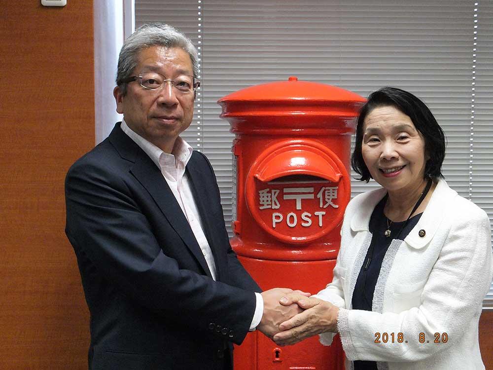 2019年1月、日本郵便株式会社横山邦男社長と(大手町本社にて)