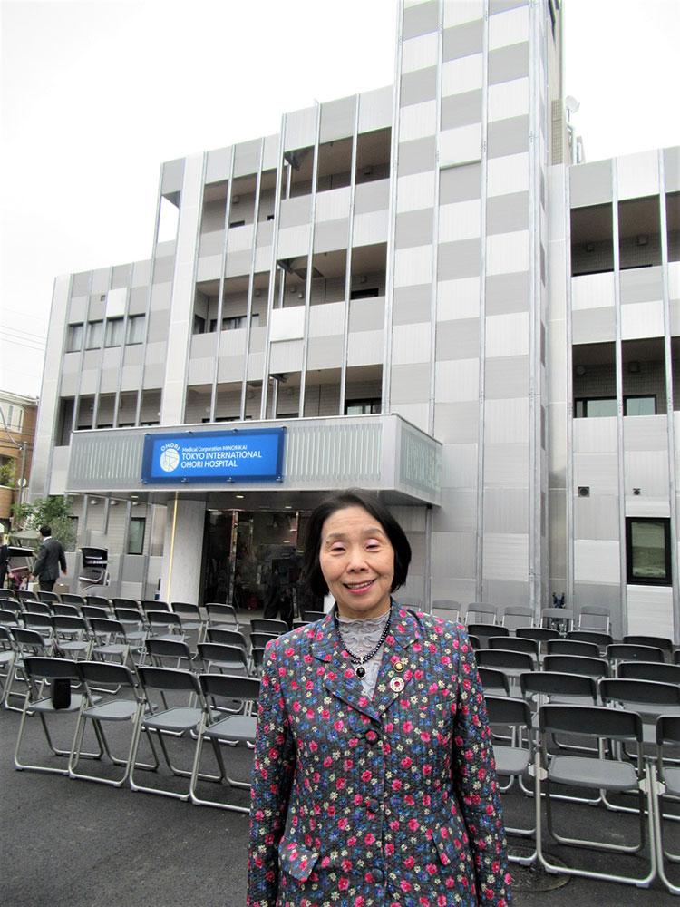 医療法人社団實理会東京国際大堀病院前で