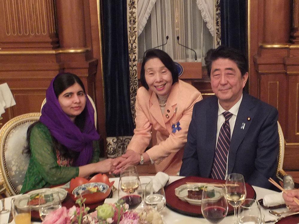 マララ・ユスフザイさん、安倍晋三総理大臣と